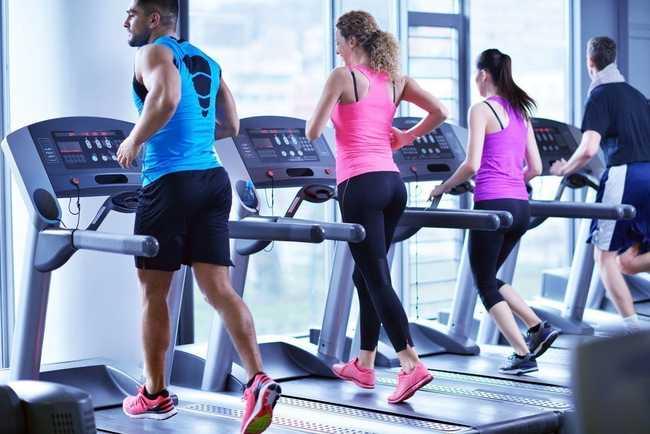 Минусы занятий на беговой дорожке в фитнес зале